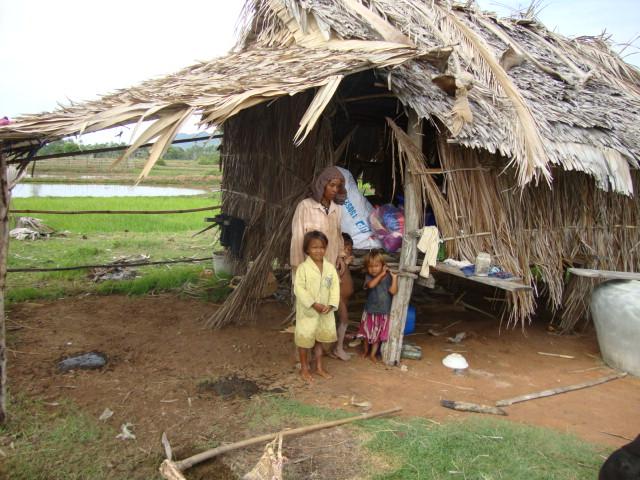 Doneer €1.450 voor een huis voor de armstee gezinnen, meestal zijn dat weduwen, gehandicapten en zieke mensen.